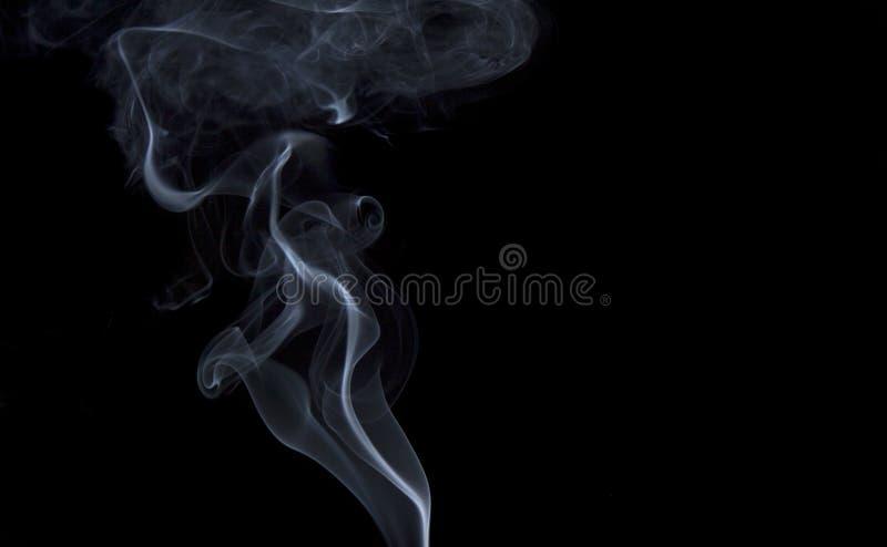 Volutes o tirones del humo fotografía de archivo libre de regalías