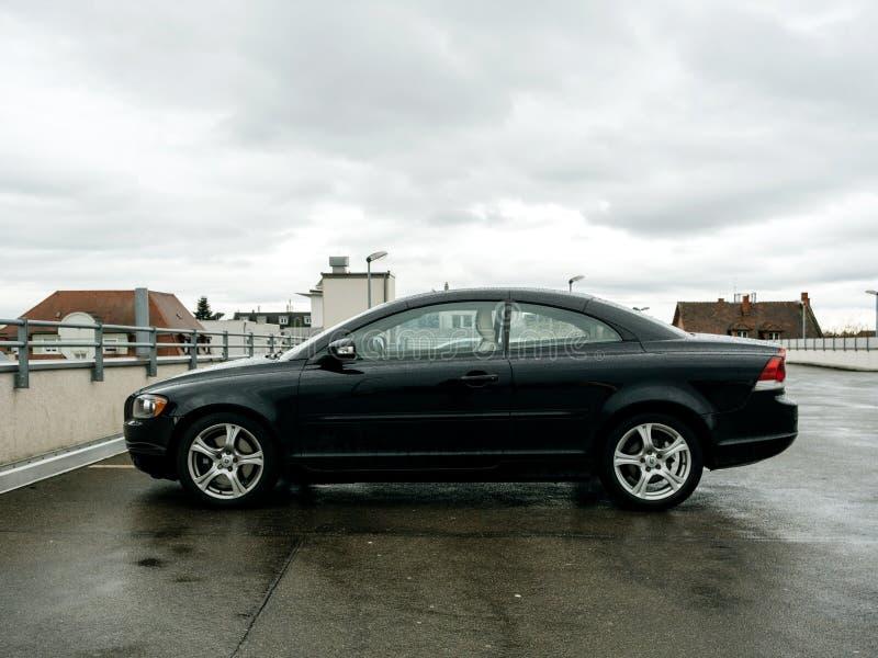 Volvo bil som parkeras i cabriolet för stad C70 royaltyfria bilder