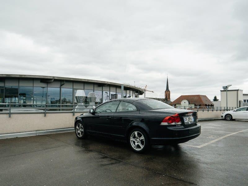 Volvo bil som parkeras i cabriolet för stad C70 royaltyfria foton