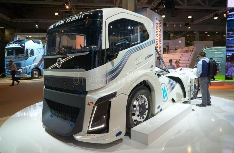 Volvo ciężarówka przy auto przedstawieniem zdjęcia royalty free