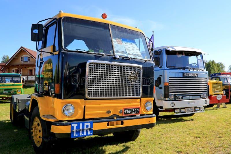 Volvo F88 y Scania 141 camiones clásicos fotografía de archivo libre de regalías