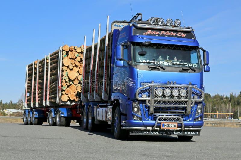 Volvo FH16 700 logga lastbil fotografering för bildbyråer