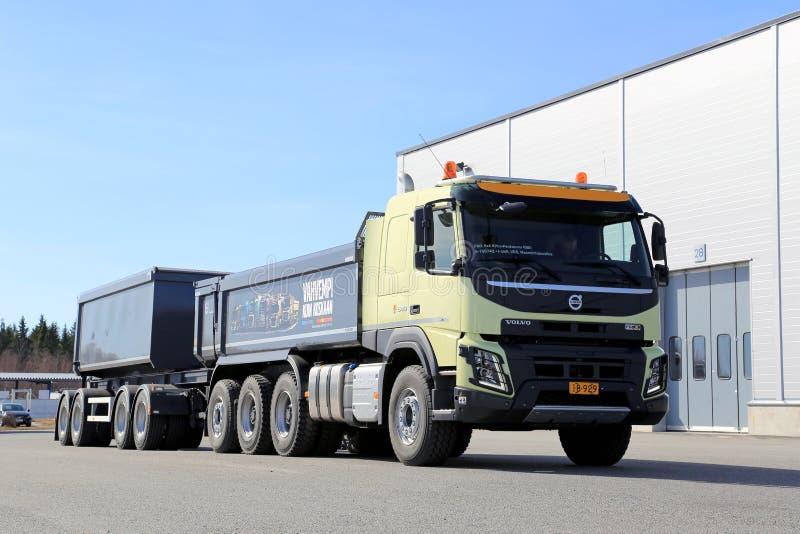 Volvo FMX 8x4 tung lastbil royaltyfria foton