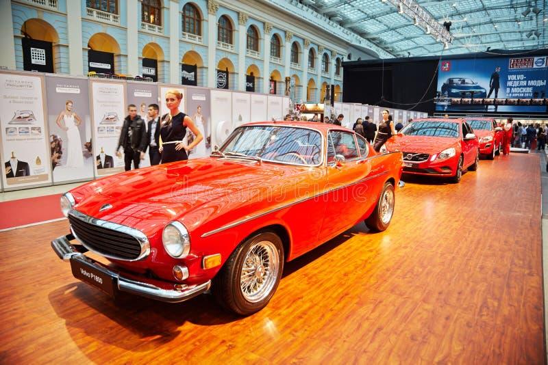 Volvo légendaire P1800, SUV XC60 et S60 folâtrent la berline image libre de droits