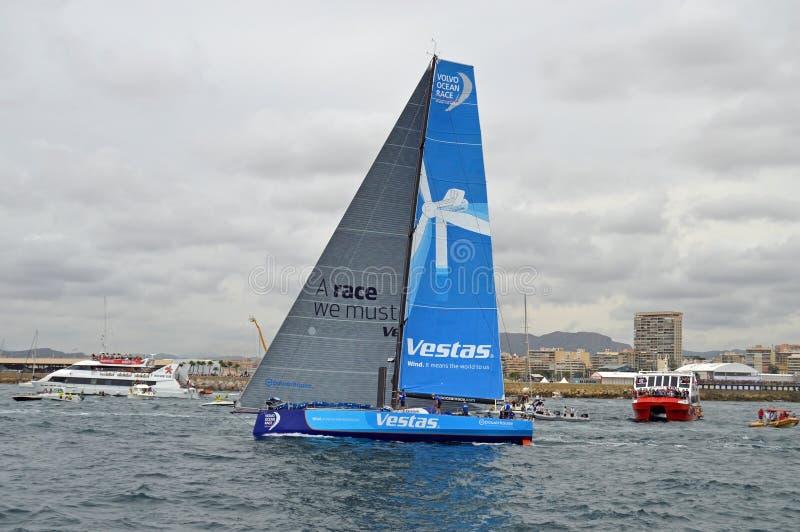 Volvo oceanu rasy Vestas załoga fala Do widzenia obraz stock