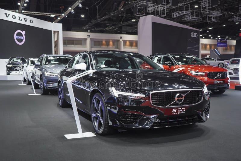 Volvo S 90 tvilling- motor med den hybrid- elbilen för räddning miljön på skärm på skärm i 40th Bangkok internationella Moto royaltyfri bild