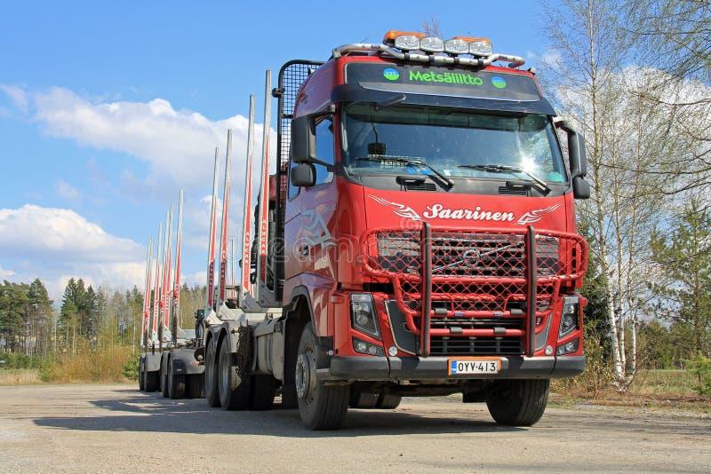 Volvo-Vrachtwagen en Houten Aanhangwagen royalty-vrije stock foto's