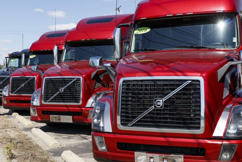 Volvos Sattelzug-LKWs halb ausgerichtet für Verkauf Volvo ist einer der größten LKW-Hersteller VI lizenzfreie stockfotografie