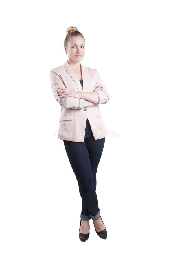 Volwassen onderneemster die geïsoleerde jasjetribunes dragen stock foto