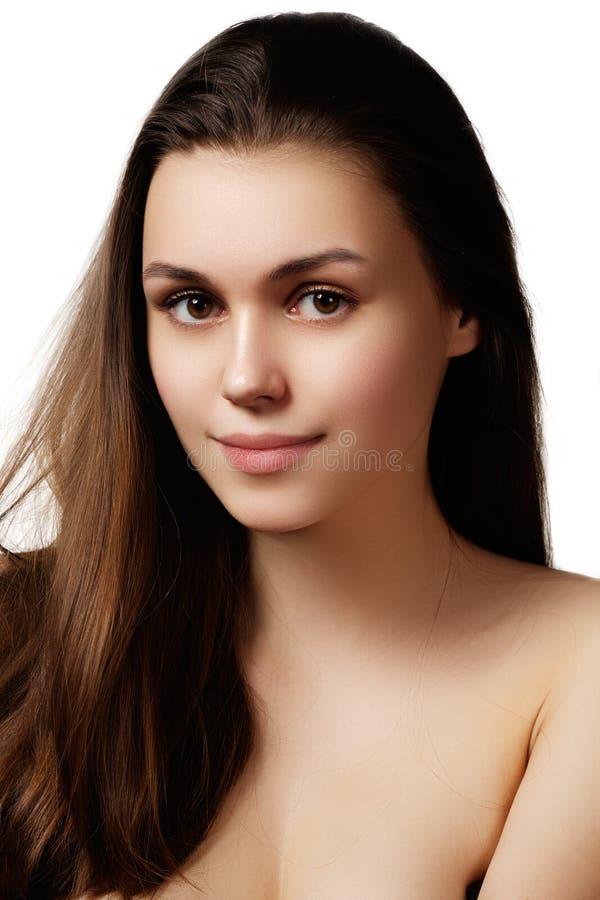 Volymhår Skönhetkvinna med mycket långa sunda och skinande Smoot royaltyfria foton