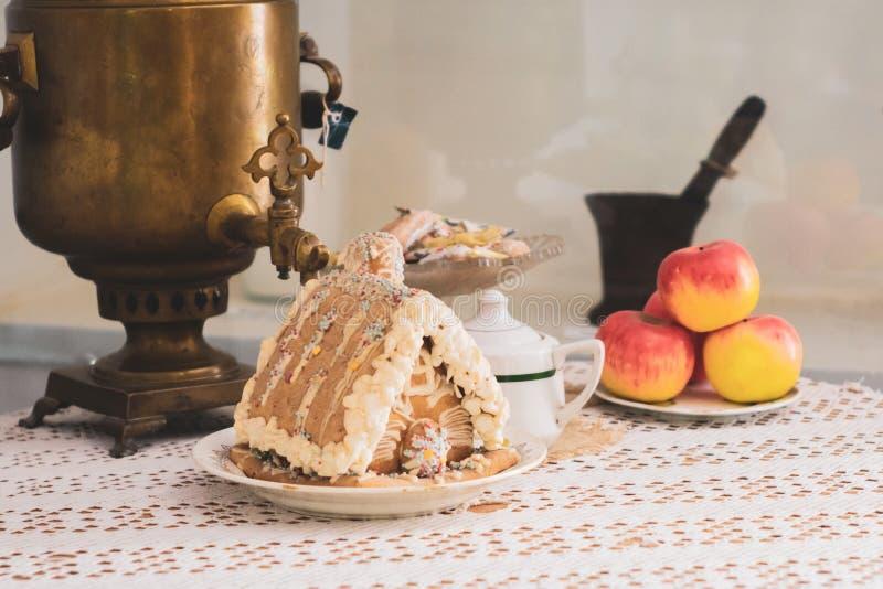 Volzhsky, Rússia - 26 de abril de 2019: museu velho do samovar da chaleira do russo imagem de stock royalty free