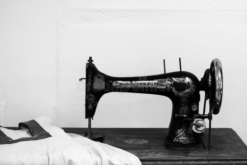 Volzhsky, Rusia - 26 de abril de 2019: viejo cantante de la máquina de coser en el museo de Rusia retro fotografía de archivo