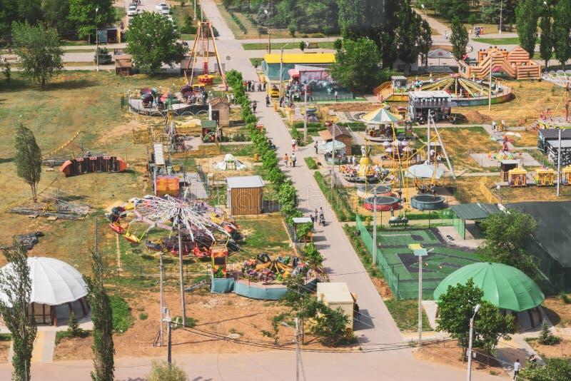 Volzhsky, Rusia - 1 de junio de 2019: El parque ruso es una visión superior fotos de archivo