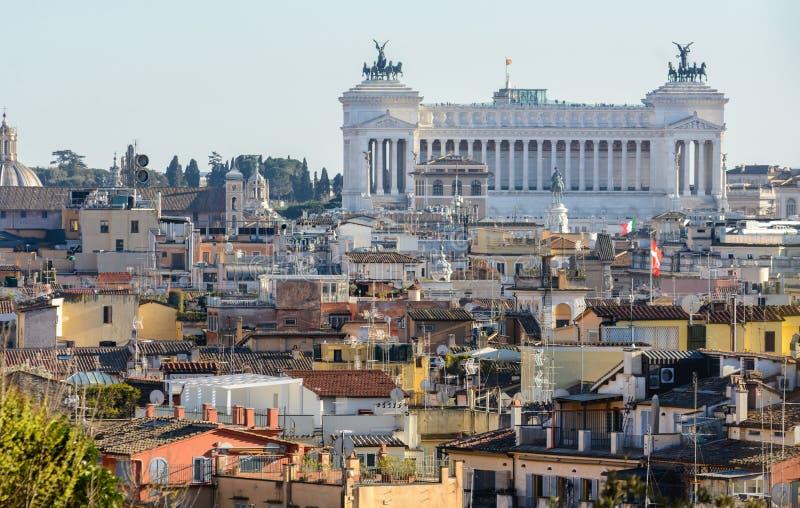 Vom Pincho-Hügel der in der Mitte von Rom ist, gibt es schöne Ansichten der Stadt Pincho-Hügel wird mit einem Spitznamen belegt stockfotos