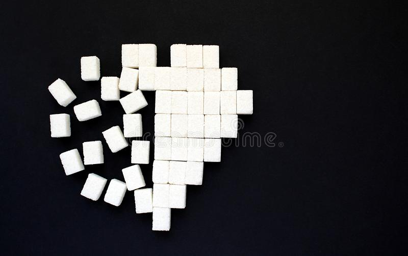 Vom quadratischen Zucker weiter entwickelte gezeichnete Herzform stockbild