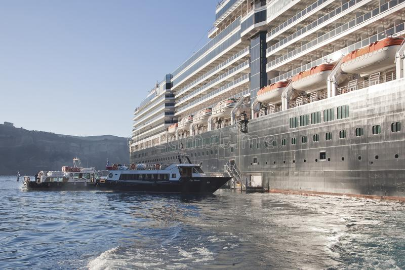 Vom Schiff an Land gehen lizenzfreie stockfotos