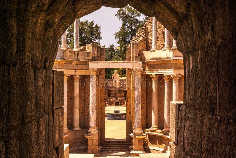 Vomitory des römischen Theaters von Mérida stockfotografie