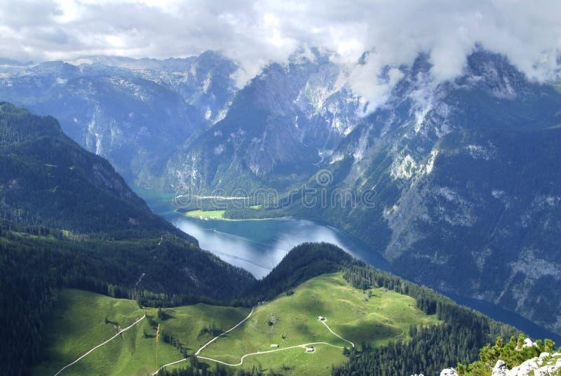 Von den alpinen Spitzen lizenzfreie stockfotografie