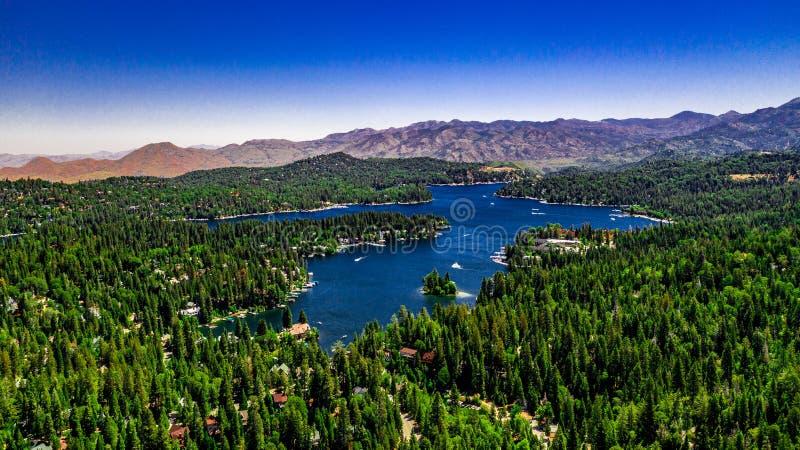 Von der Luft, Brummen-Landschaft über See-Pfeilspitze, Kalifornien lizenzfreie stockfotografie