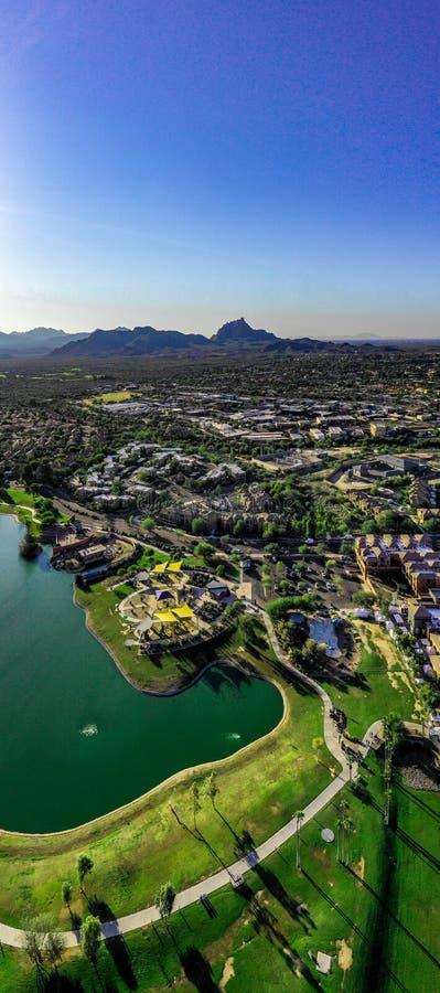 Von der Luft, parken Brummenansicht über die Brunnen-Hügel, Brunnen-Hügel, Arizona und Marksteinhügel lizenzfreies stockfoto