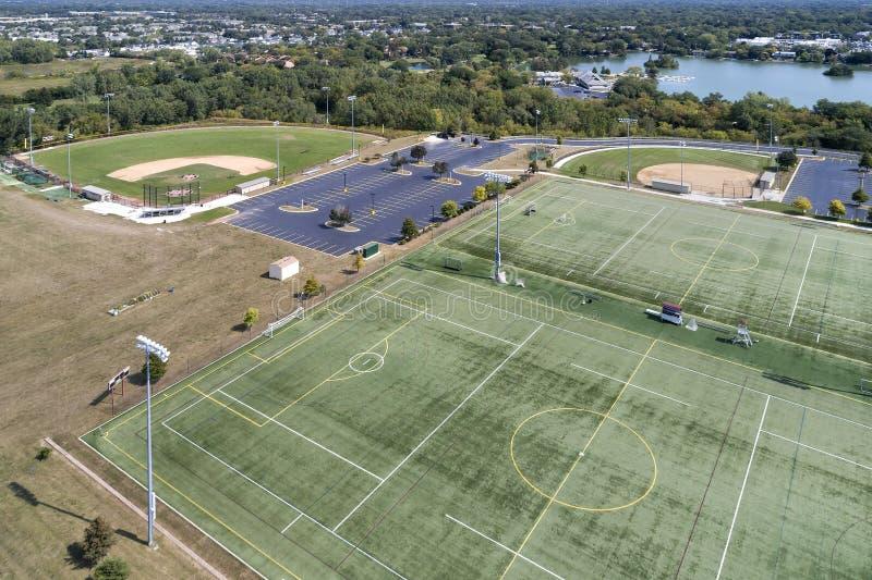 Von der Lufthigh School Playfield-Ansicht lizenzfreie stockfotografie