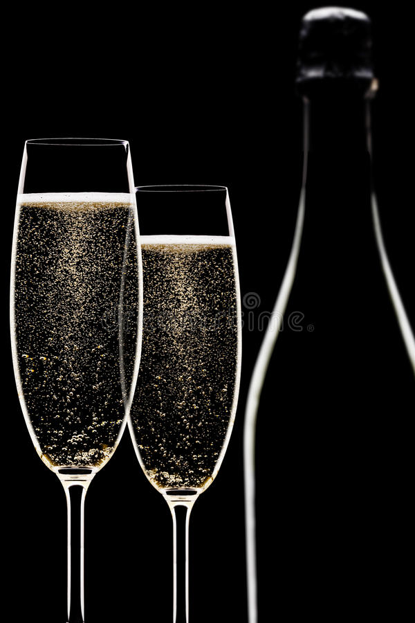 Von hinten beleuchtete Champagnerflöten stockfoto
