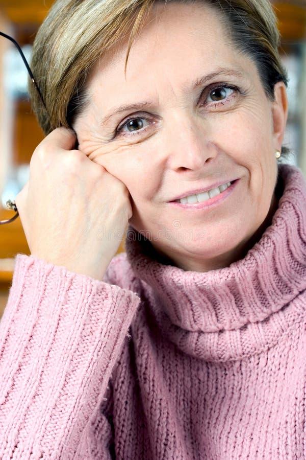 Von mittlerem Alter Frau lizenzfreies stockfoto