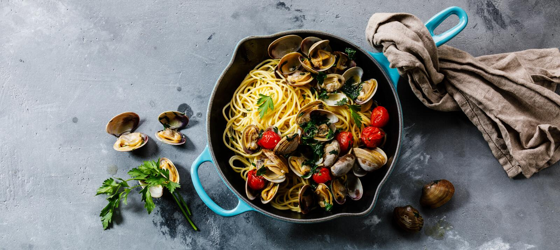 Vongole för pastaspagettialle havs- pasta med musslor royaltyfri fotografi