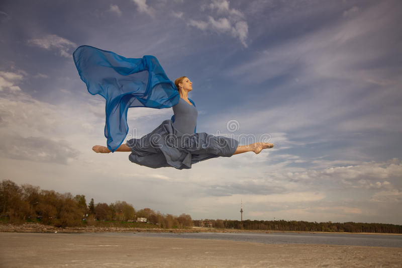 Voo da bailarina fotografia de stock royalty free