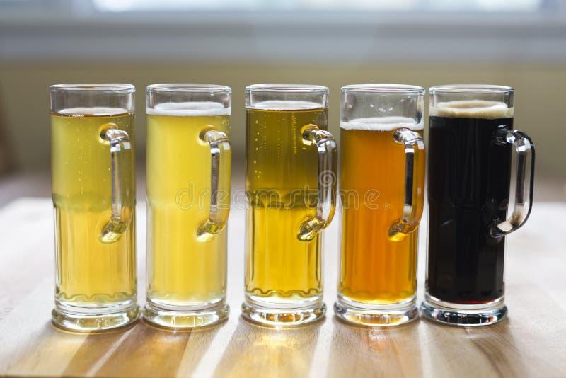 Voo da cerveja fotografia de stock