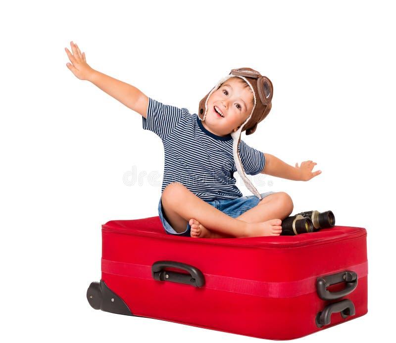 Voo da criança na mala de viagem do curso, piloto da criança no aviador Hat, branco imagem de stock