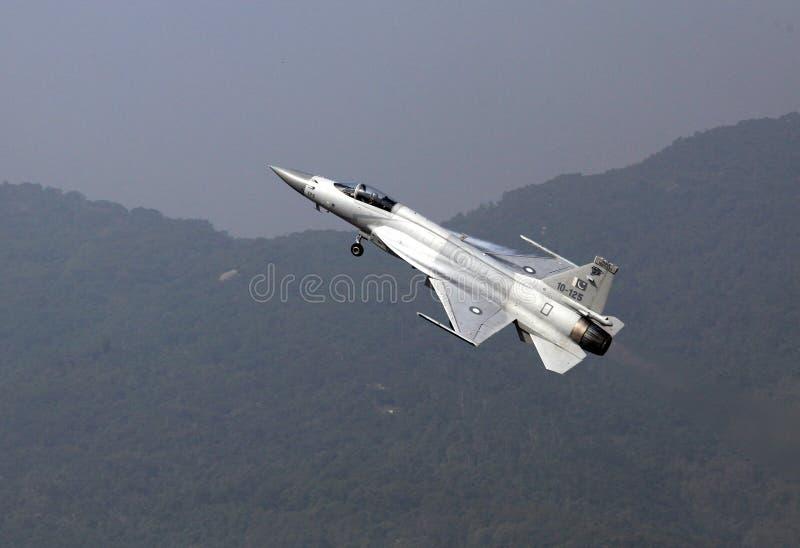 Voo da força aérea JF-17 FC-1 de Pakiistan fotos de stock