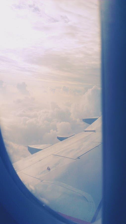 Voo das nuvens do céu fotos de stock