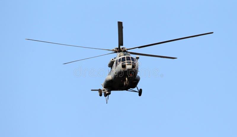 Voo do helicóptero imagem de stock