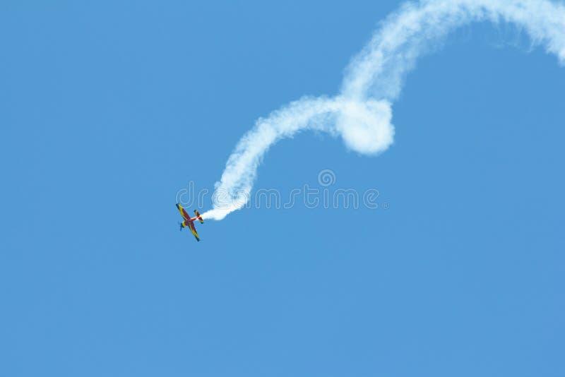 Voo dos planos do conluio em Deva Airshow imagens de stock