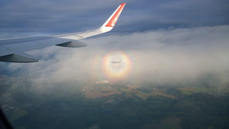 Voo em um avião fotos de stock