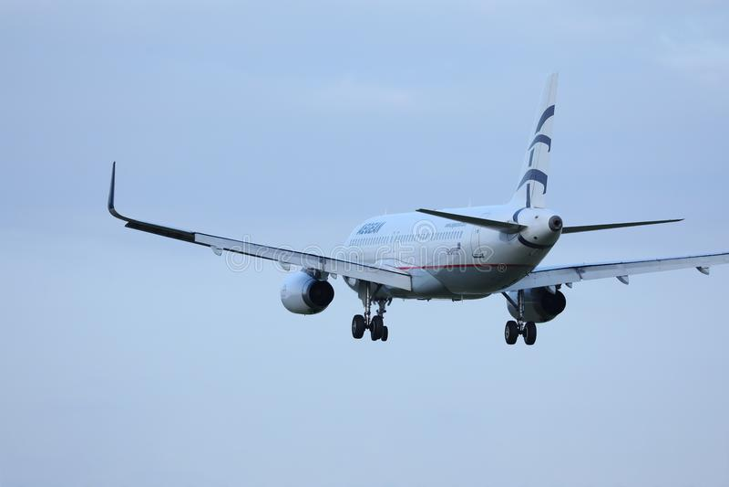 Voo plano das linhas aéreas egeias aos destinos do feriado imagens de stock royalty free