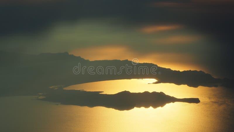 Voo sobre a ilha de Majorca durante o por do sol Vista do indicador do avi?o Mallorca, Espanha fotografia de stock