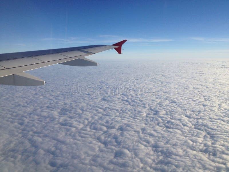 Voo sobre nuvens foto de stock