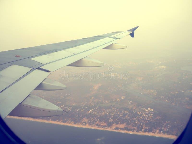 voo sobre uma praia imagem de stock royalty free