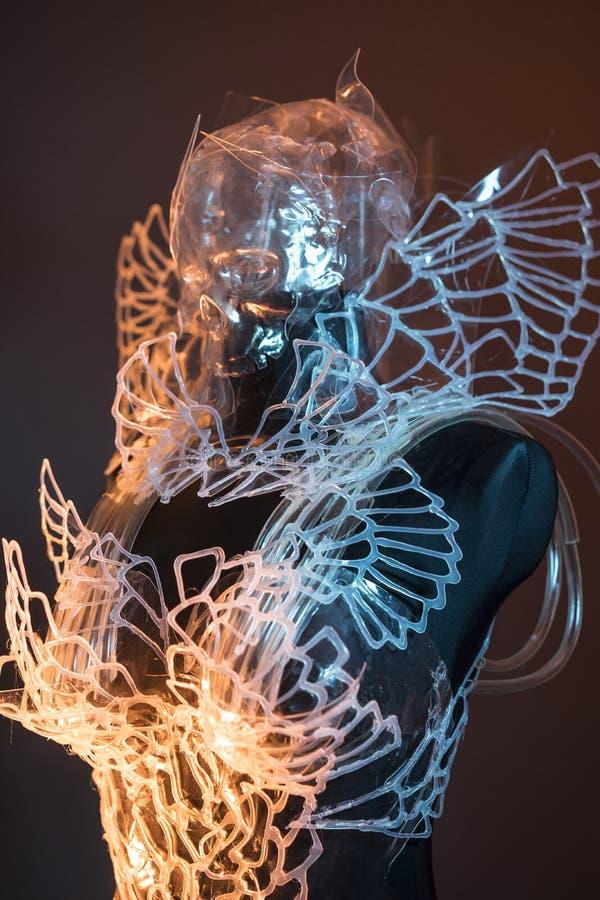 Voodoo Crystal skalle som utformar med färgrika ljusa effekter, trans. royaltyfria foton