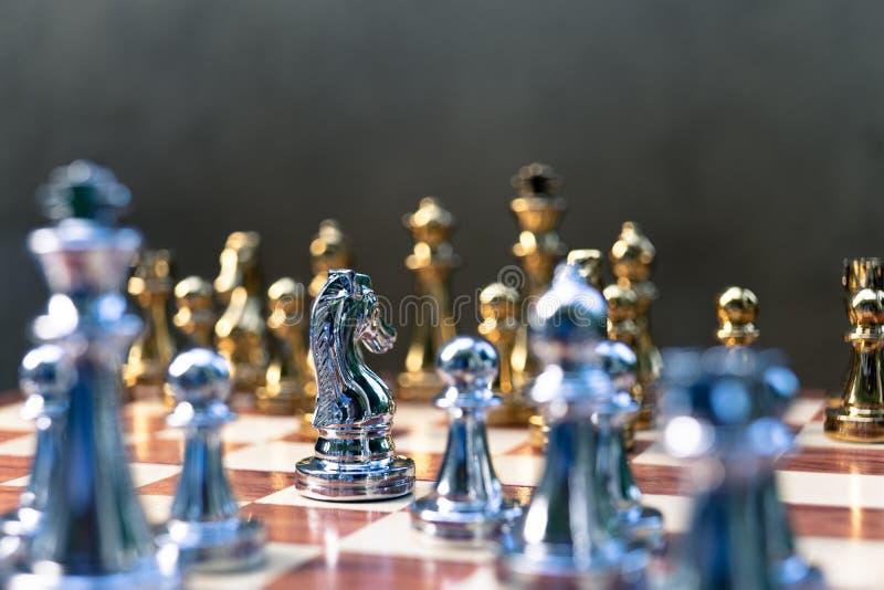 Voor achtergrond of Web Pandtribune determinedly tegen de vijanden Bedrijfs concurrerend concept royalty-vrije stock afbeelding