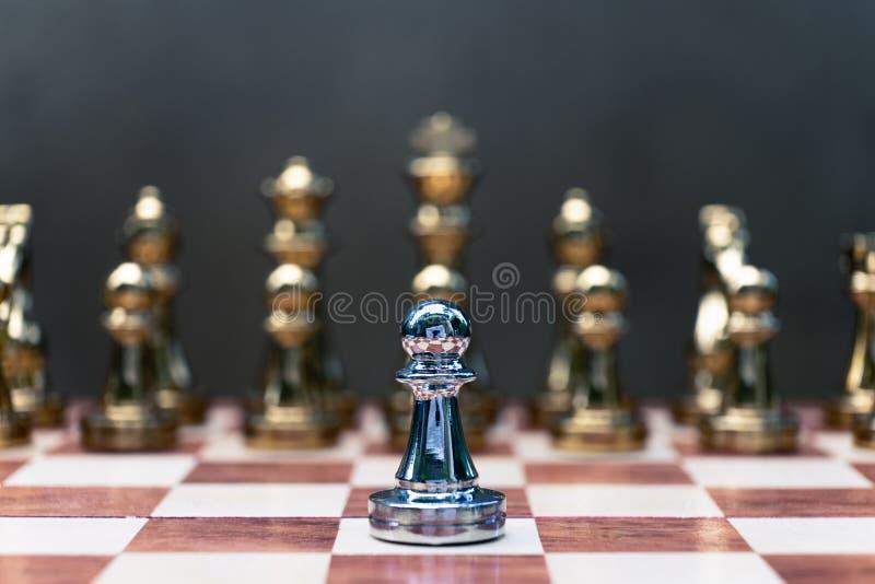 Voor achtergrond of Web Pandtribune determinedly tegen de vijanden Bedrijfs concurrerend concept royalty-vrije stock fotografie