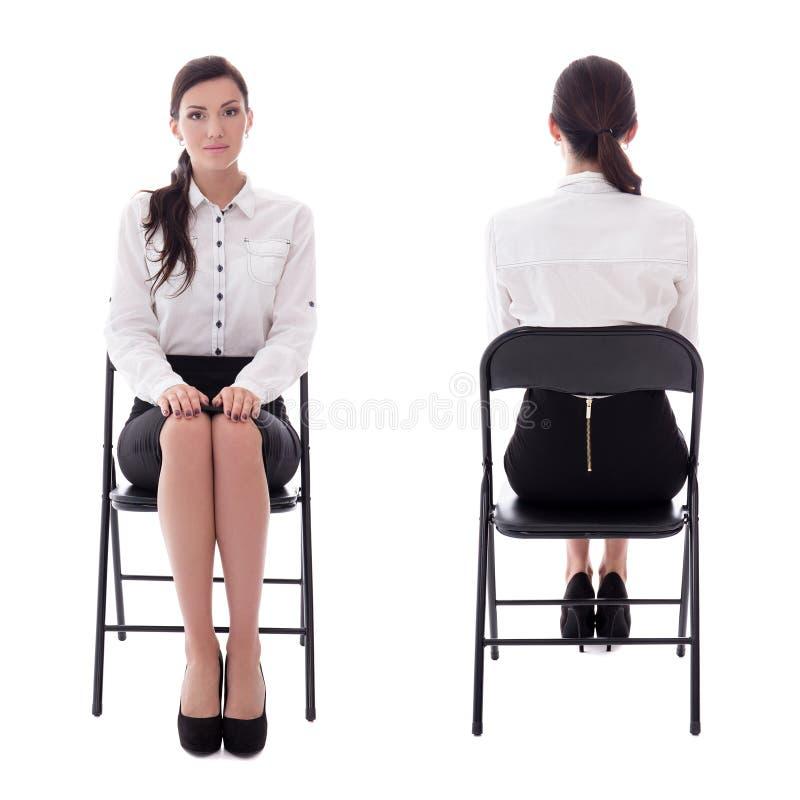 Voor en achtermening van jonge vrouwenzitting op isola van de bureaustoel stock foto