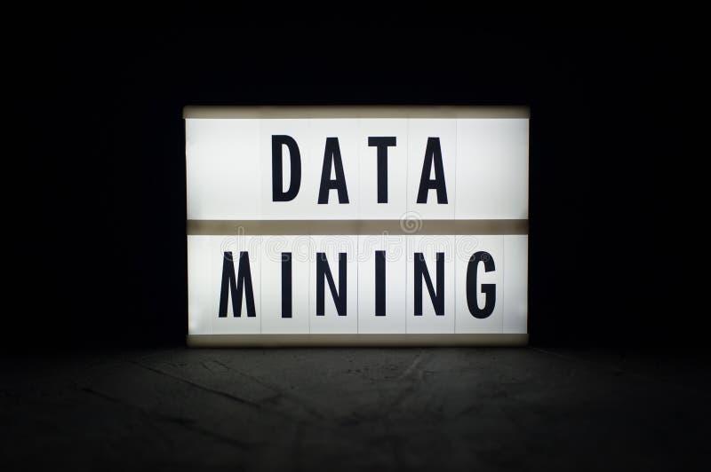 Voor het exploiteren van gegevens - tekst op een lichtgevende vertoning i stock afbeeldingen