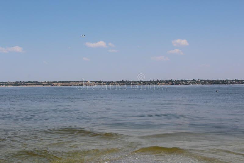 Voor het Kinburn-spit, zijn er zulk een overzees die het zoet water van de baai ontmoet stock foto's