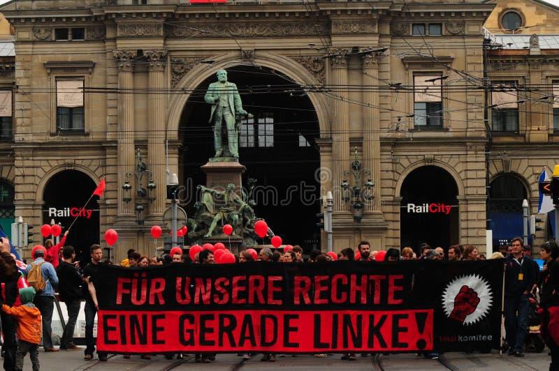 Voor onze rechten wordt een linkse stempel geschreven op de affiche van protestorsay stock foto's