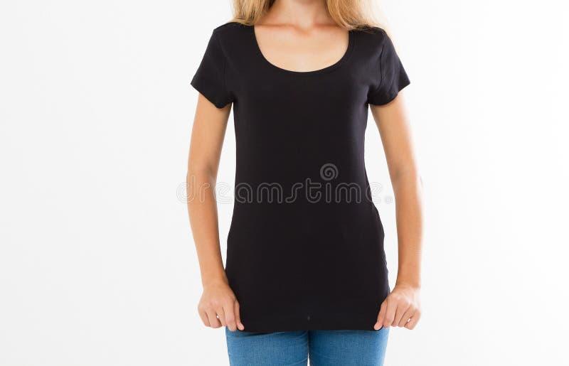 Vooraanzicht - Reclame en het concept van het T-shirtontwerp Bebouwd portret van modieuze vrouw die zwarte T-shirt en jeans drage royalty-vrije stock afbeelding