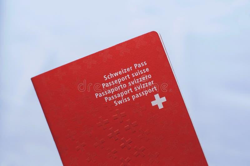 Vooraanzicht van één Zwitsers paspoort stock fotografie