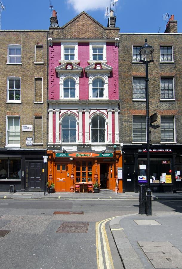 vooraanzicht van Bistro1-Restaurant in Londen stock foto's
